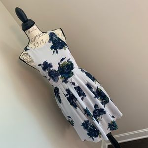 Free People 💕 | GORGEOUS floral dress - pockets!